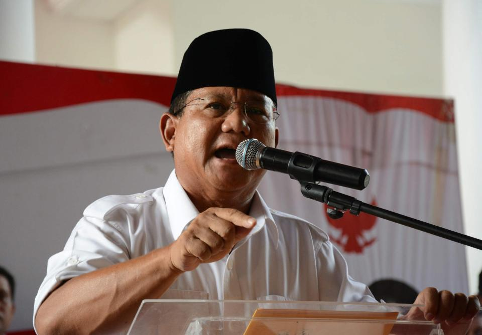 Indonesian presidential candidate Prabowo Subianto delivers a statement to the media in Jakarta July 22, 2014. Indonesian former general Prabowo has withdrawn his presidential candidacy after denouncing the election process undemocratic, an official from his party said on Tuesday. REUTERS/Stringer (INDONESIA - Tags: ELECTIONS POLITICS PROFILE HEADSHOT)