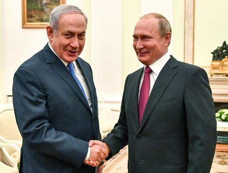 Russian President Vladimir Putin shakes hands with Israeli Prime Minister Benjamin Netanyahu during their meeting at the Kremlin in Moscow, Russia July 11, 2018. Yuri Kadobnov/Pool via REUTERS