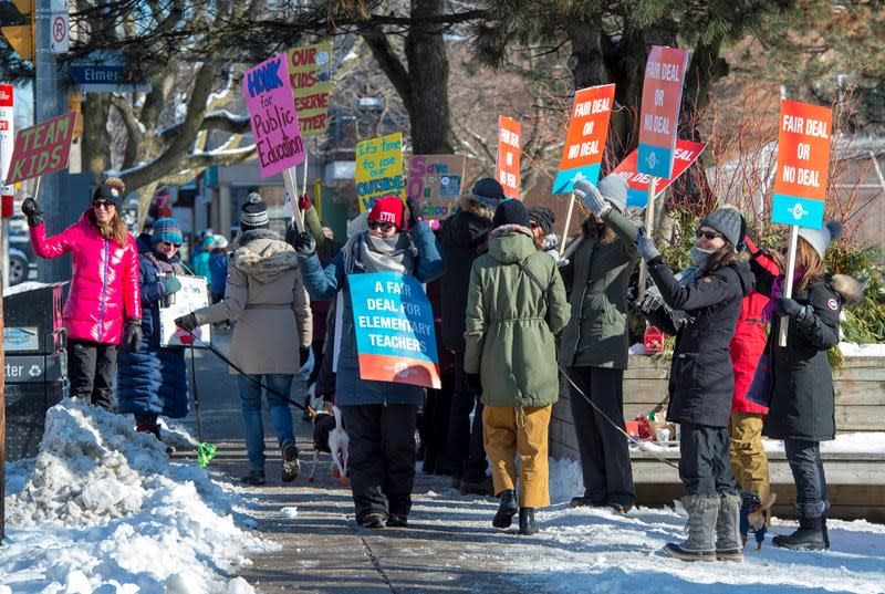Elementary teachers plan provincewide walkout, more frequent rotating strikes