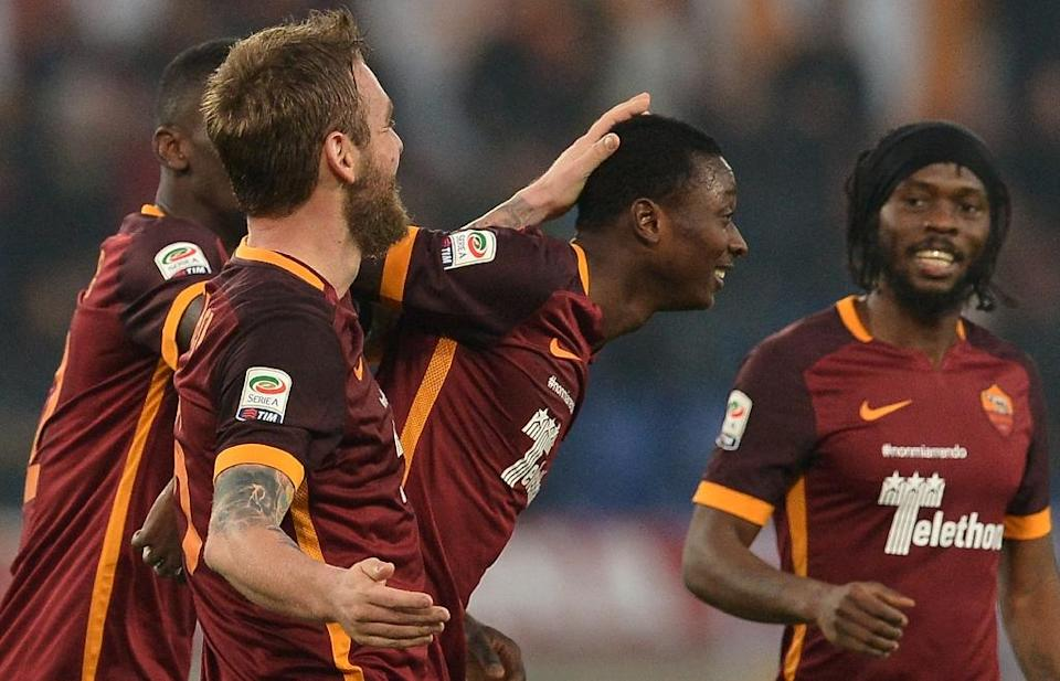 Roma's Umar Sadiq (C) celebrates with teammates after scoring during the Serie A match against Genoa at the Olympic Stadium in Rome on December 20, 2015 (AFP Photo/Tiziana Fabi)