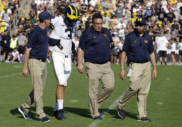 "Michigan quarterback <a class=""link rapid-noclick-resp"" href=""/ncaaf/players/239136/"" data-ylk=""slk:Wilton Speight"">Wilton Speight</a> went down with an undisclosed injury during Michigan's win over Purdue on Sept. 23. (AP Photo/Michael Conroy)"