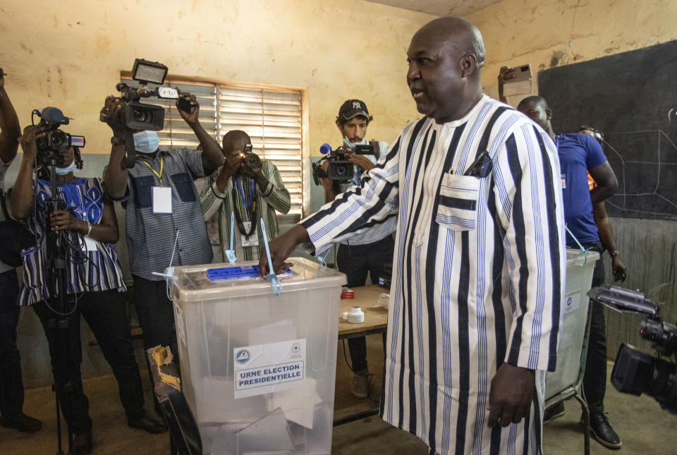 Burkina Faso opposition candidate Zephirin Diabre casts his ballot in the presidential and legislative elections in Ouagadougou, Sunday Nov. 22, 2020. (AP Photo/Sophie Garcia)