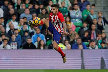 Soccer Football - La Liga Santander - Real Betis vs Atletico Madrid - Estadio Benito Villamarin, Seville, Spain - December 10, 2017 Atletico Madrid's Angel Correa in action REUTERS/Jon Nazca