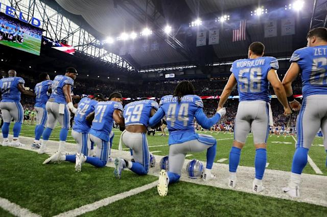 Members of the Detroit Lions take a knee during the playing of the national anthem on September 24, 2017 in Detroit, Michigan (AFP Photo/Rey Del Rio)