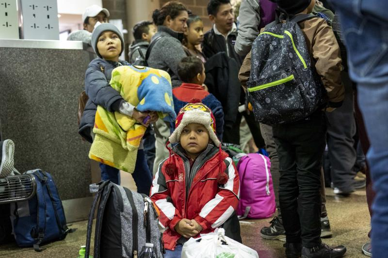 U.S. Immigration Customs and Enforcement (ICE ) dropped off over 100 migrants mostly from Guatemala at Phoenix Greyhound bus station on Dec. 27, 2018.