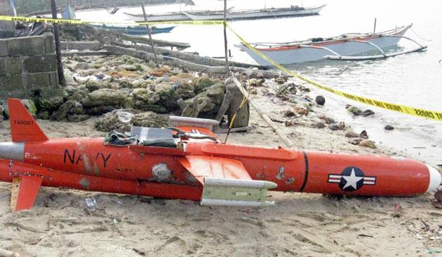 This undated handout photo released by Philippine National Police-Masbate (PNP-Masbate) on January 8, 2013 shows a US drone lying along the beach in San Jacinto town, Masbate province, in central Philippines after fishermen found it floating off the waters in Masbate. A US drone believed to be used for reconnaissance was recovered on January 7 in waters off the central Philippines, police and naval authorities said. Fishermen found the 3.65 metre (12-foot) drone floating off Masbate island and dragged it to shore, said provincial police chief, Senior Superintendent Heriberto Olitoquit. AFP PHOTO / P03 Erwin Yusi Rivera / PNP-Masbate