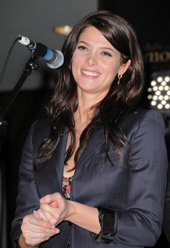 """<a href=""""http://movies.yahoo.com/movie/contributor/1810024386"""">Ashley Greene</a> attends the <a href=""""http://movies.yahoo.com/movie/1810055802/info"""">The Twilight Saga: New Moon</a> cast tour in Hollywood, CA - 11/06/2009"""