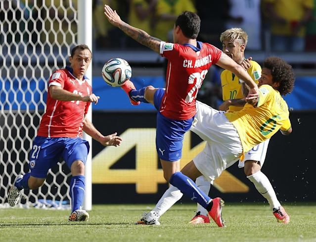 Chile's Charles Aranguiz controls the ball in defense as Brazil's Marcelo tries to shoot during the World Cup round of 16 soccer match between Brazil and Chile at the Mineirao Stadium in Belo Horizonte, Brazil, Saturday, June 28, 2014. (AP Photo/Frank Augstein)