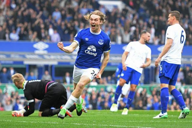 LIVERPOOL, ENGLAND – APRIL 09: Tom Davies of Everton celebrates scoring the opening goal during the Premier League match between Everton and Leicester City at Goodison Park on April 9, 2017 in Liverpool, England. (Photo by Michael Regan/Getty Images)