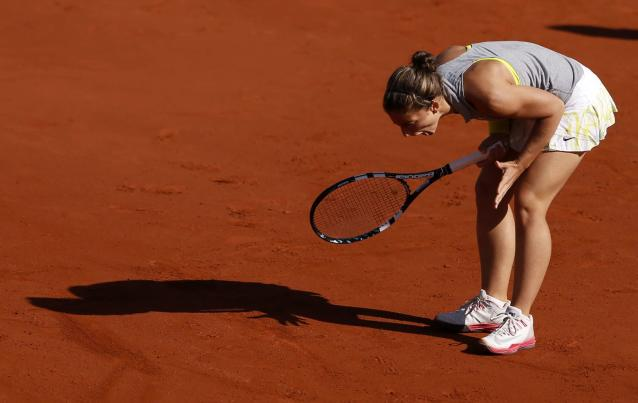 Sara Errani of Italy reacts during her women's quarter-final match against Andrea Petkovic of Germany at the French Open tennis tournament at the Roland Garros stadium in Paris June 4, 2014. REUTERS/Vincent Kessler (FRANCE - Tags: SPORT TENNIS)