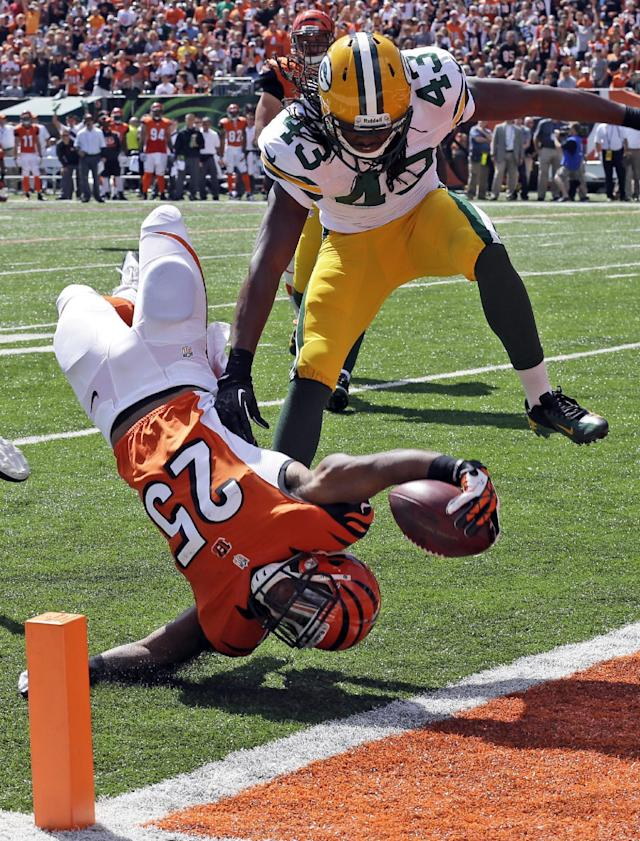 Cincinnati Bengals running back Giovani Bernard (25) dives into the end zone past Green Bay Packers free safety M.D. Jennings (43) for a 3-yard touchdown run in the first half of an NFL football game, Sunday, Sept. 22, 2013, in Cincinnati. (AP Photo/Al Behrman)