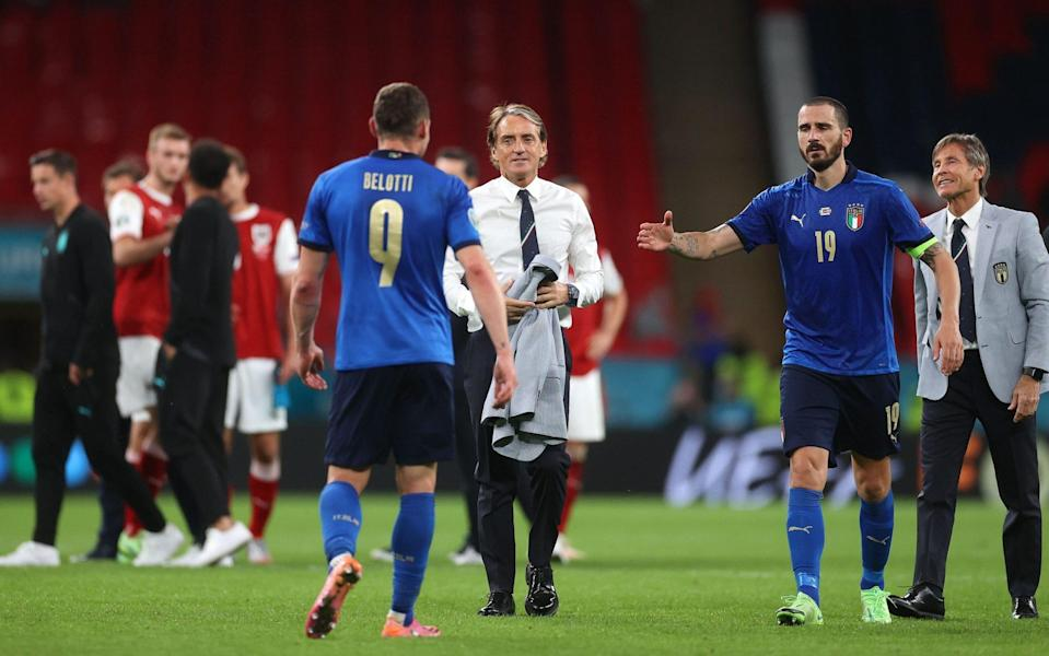 Roberto Mancini congratulates his players at the final whistle - SHUTTERSTOCK