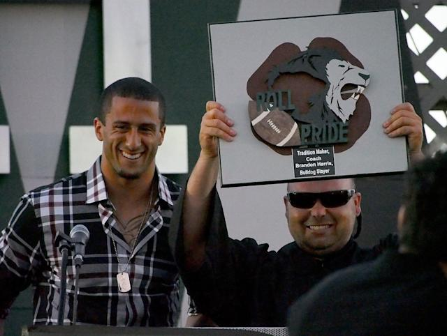 "Colin Kaepernick returned to Pitman in 2013 to honor his high school football coach, <a class=""link rapid-noclick-resp"" href=""/ncaaf/players/251562/"" data-ylk=""slk:Brandon Harris"">Brandon Harris</a>. (Getty Images)"