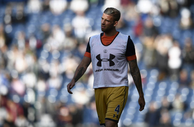 """Britain Football Soccer - West Bromwich Albion v Tottenham Hotspur - Premier League - The Hawthorns - 15/10/16 Tottenham's Toby Alderweireld during the warm up before the game Reuters / Dylan Martinez Livepic EDITORIAL USE ONLY. No use with unauthorized audio, video, data, fixture lists, club/league logos or """"live"""" services. Online in-match use limited to 45 images, no video emulation. No use in betting, games or single club/league/player publications. Please contact your account representative for further details."""