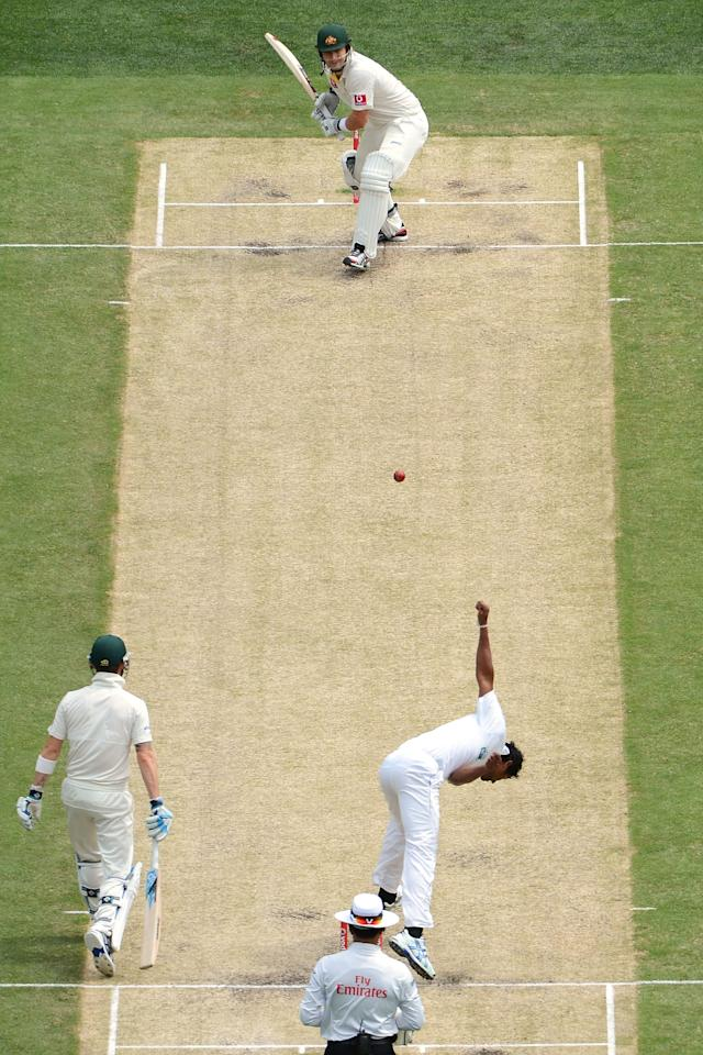 MELBOURNE, AUSTRALIA - DECEMBER 27: Shane Watson of Australia faces the bowling of Chanaka Welegedara of Sri Lanka during day two of the Second Test match between Australia and Sri Lanka at Melbourne Cricket Ground on December 27, 2012 in Melbourne, Australia.  (Photo by Vince Caligiuri/Getty Images)