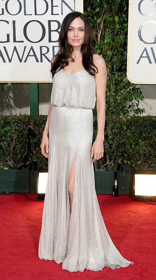 12. 66th Annual Golden Globe Awards (2009)   The mother of six looked effortlessly stylish upon arriving at the Beverly Hilton Hotel in a beautifully beaded Versace gown and softly tousled tresses.