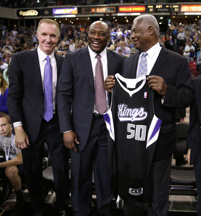 Former Sacramento Kings guard Mitch Richmond, center, laughs at a comment made by NBA Hall of Famer Oscar Robertson as they pose for a photo with Chris Mullin, who is also in the Hall of Fame, during a timeout in a a NBA basketball between the Sacramento Kings and the Phoenix Suns in Sacramento, Calif., Wednesday, April 16, 2014. Richmond was recently elected to the Hall of Fame joining Mullin and Robertson.(AP Photo/Rich Pedroncelli)