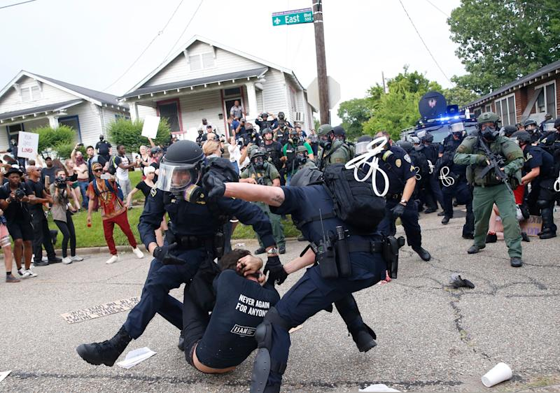 Police scuffle with a demonstrator as they try to apprehend him during a rally in Baton Rouge, Louisiana U.S. July 10, 2016. REUTERS/Shannon Stapleton TPX IMAGES OF THE DAY