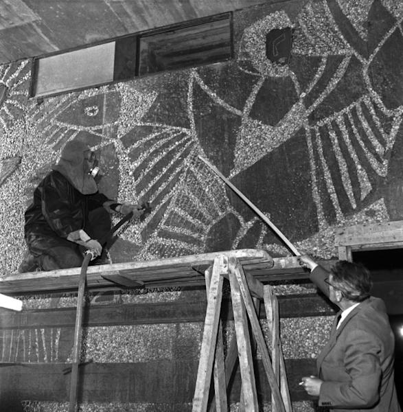 Norwegian artist Carl Nesjar (left) sandblasting one of Pablo Picassos works into the concrete during the construction of the Y-block in Oslo