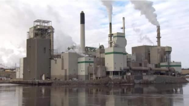 The Irving Pulp and Paper mill in Saint John is one of three owned by JD Irving Ltd that won individual natural gas franchises in 2000 that have allowed them to acquire their own natural gas outside the public distribution system. (Roger Cosman, CBC - image credit)