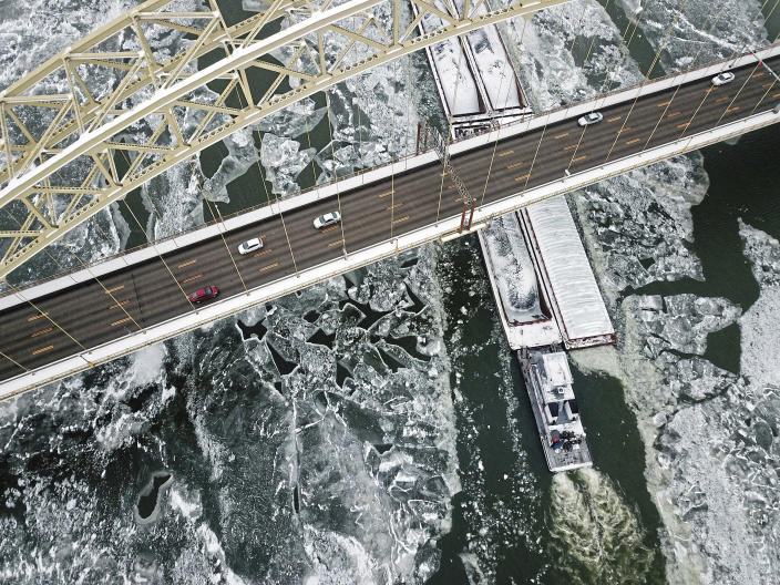 <p>A barge cuts through ice on the Ohio River as it passes under the West End Bridge, along the North Shore district in Pittsburgh on Monday, Jan. 1, 2018. (Photo: Haley Nelson/Pittsburgh Post-Gazette via AP) </p>