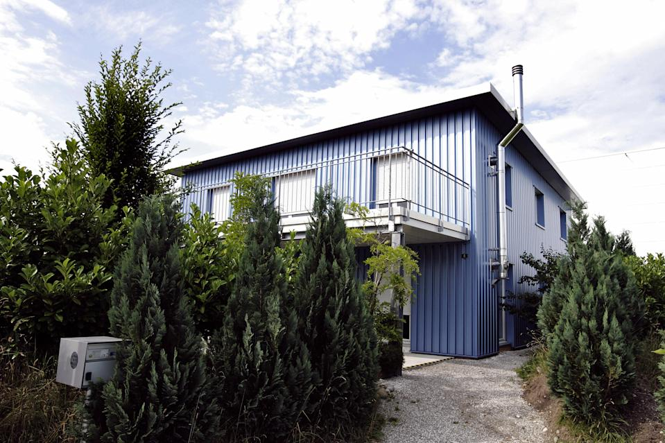 This picture taken on July 14, 2009 shows the building of the assisted suicide clinic, Dignitas in Pfaeffikon near Zurich.  A renowned British conductor and his wife have died in the assisted suicide clinic Dignitas in Switzerland, their family said. Edward Downes, 85, was almost blind and deaf, and his 74-year-old wife Joan was terminally ill when they chose to end their lives, a statement released to the BBC said.   AFP PHOTO/ SEBASTIAN DERUNGS (Photo credit should read SEBASTIAN DERUNGS/AFP via Getty Images)