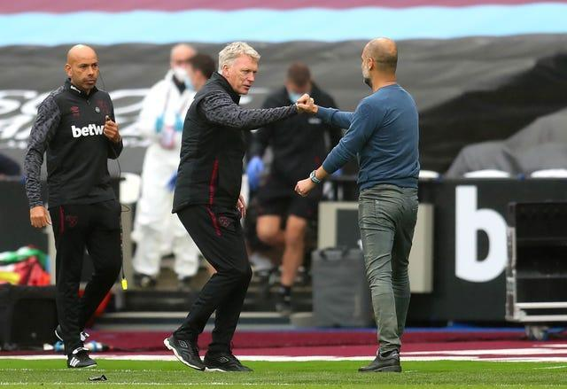 David Moyes, centre, bumps fists with Pep Guardiola, right