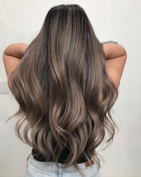 """<p>The longer length of this ash-<a href=""""https://www.cosmopolitan.com/style-beauty/beauty/g28903536/balayage-dark-brown-hair/"""" rel=""""nofollow noopener"""" target=""""_blank"""" data-ylk=""""slk:brown hair"""" class=""""link rapid-noclick-resp"""">brown hair</a> is a <strong>great way to show off the dimension of your color</strong>. Look closely and you'll see the prettiest combo of cool undertones.</p><p><a href=""""https://www.instagram.com/p/CF2pemmpbE7/"""" rel=""""nofollow noopener"""" target=""""_blank"""" data-ylk=""""slk:See the original post on Instagram"""" class=""""link rapid-noclick-resp"""">See the original post on Instagram</a></p>"""