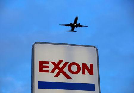 FILE PHOTO: An airplane comes in for a landing above an Exxon sign at a gas station in the Chicago suburb of Norridge, Illinois, U.S., October 27, 2016. REUTERS/Jim Young/File Photo/File Photo
