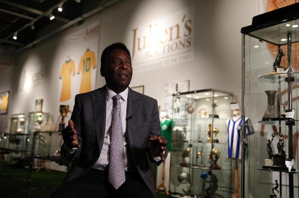 Former Brazilian footballer Pele talks to the media at a preview for an auction of his memorabilia in London on June 1, 2016 (AFP Photo/Adrian Dennis)