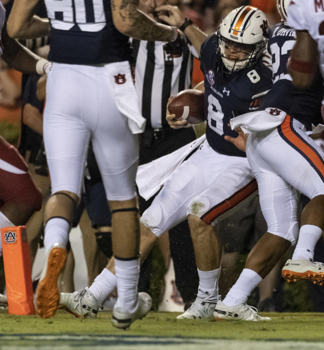 Auburn quarterback Jarrett Stidham (8) runs in a sneak for a touchdown during the first half of an NCAA college football game, Saturday, Sept. 22, 2018, in Auburn, Ala. (AP Photo/Vasha Hunt)