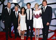 <p>Rhys Ifans, Martin Sheen, Sally Field, Andrew Garfield, Emma Stone, and Denis Leary gathered for a group shot before the premiere screening. (Photo: Alberto E. Rodriguez/Getty Images) </p>