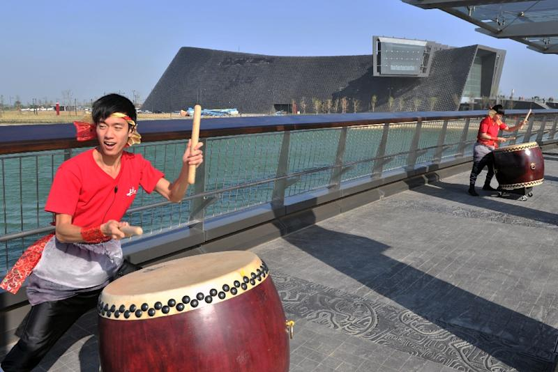 Drummers perform on the opening day of the new National Palace Museum in the southern Taiwan city of Chiayi on December 28, 2015 (AFP Photo/Sam Yeh)