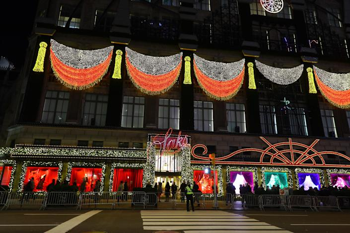 The Christmas light display on Saks Fifth Avenue is a favorite tourist sight. (Photo: Gordon Donovan/Yahoo News)