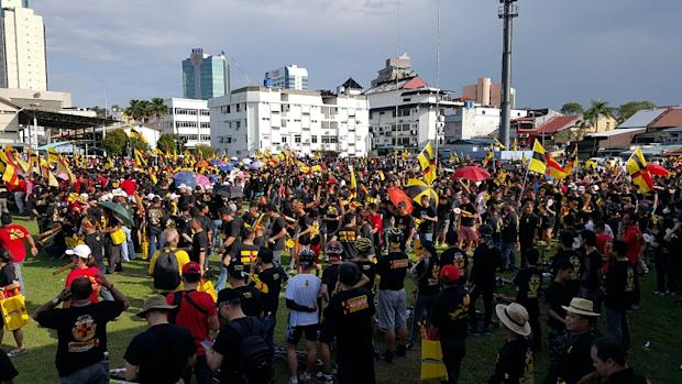 A large crowd turned up at the Freedom and Independence Walk at Song Kheng Hai Ground in Kuching. — Picture by Sulok Tawie