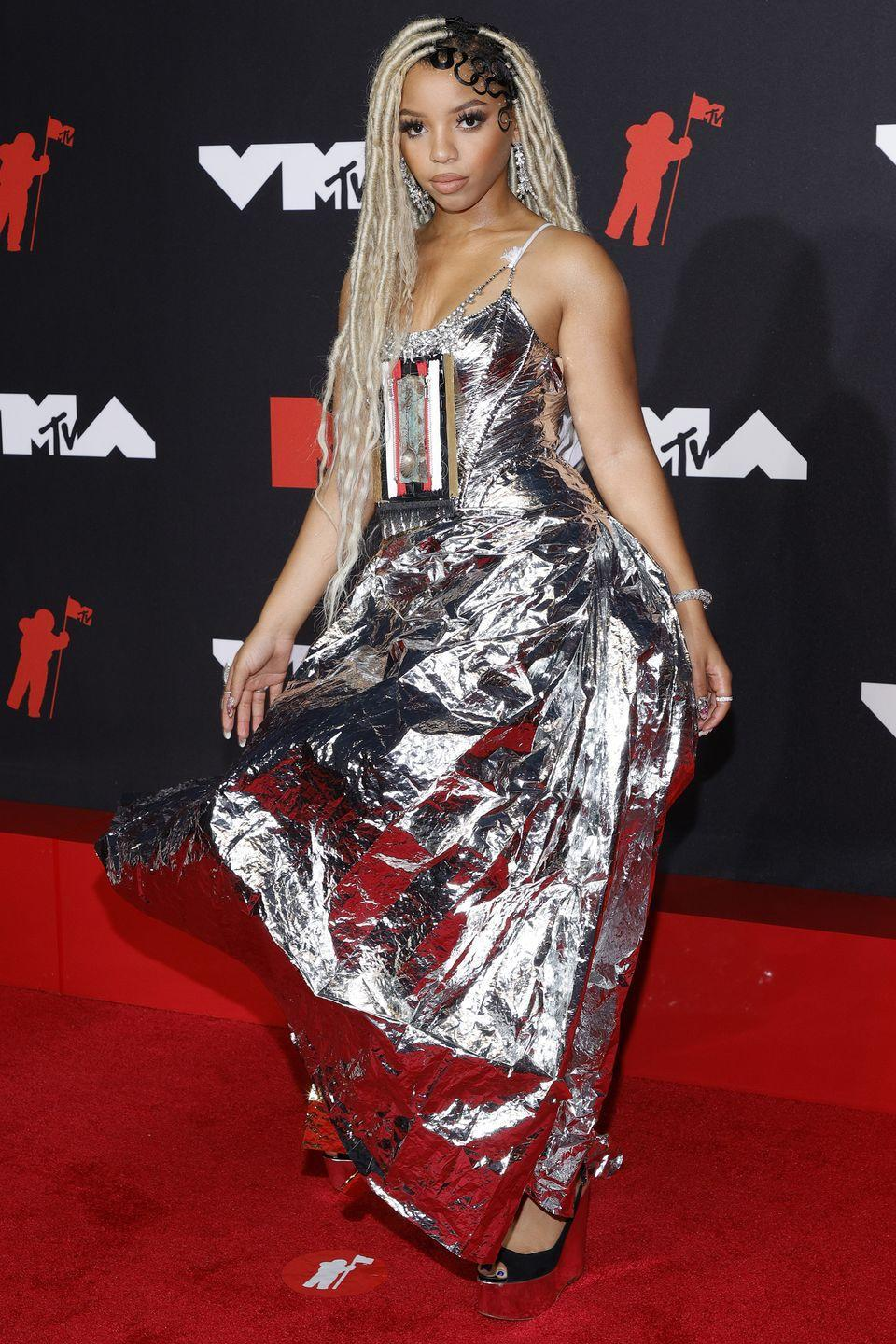 <p><strong>12 September</strong><br></p><p>Chloe Bailey made a statement in a silver Marni gown.</p>