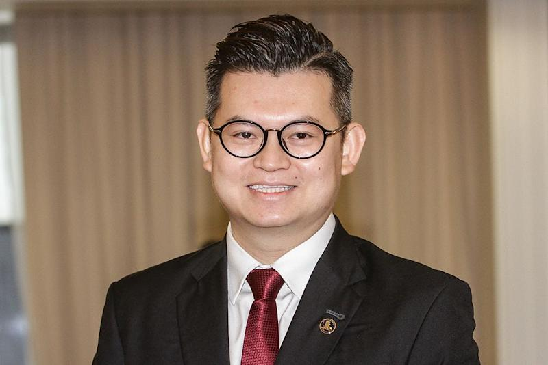Bandar Kuching MP Dr Kelvin Yii Lee Wuen said Sarawak Chief Minister Datuk Patinggi Abang Johari Openg should consider introducing electric-powered buses instead of hydrogen fuel cell buses on the streets of Kuching. — Picture by Miera Zulyana