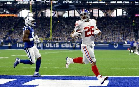 """<span><a class=""""link rapid-noclick-resp"""" href=""""/nfl/players/30972/"""" data-ylk=""""slk:Saquon Barkley"""">Saquon Barkley</a> rushes in a touchdown against the <a class=""""link rapid-noclick-resp"""" href=""""/nfl/teams/ind"""" data-ylk=""""slk:Indianapolis Colts"""">Indianapolis Colts</a></span> <span>Credit: AP </span>"""
