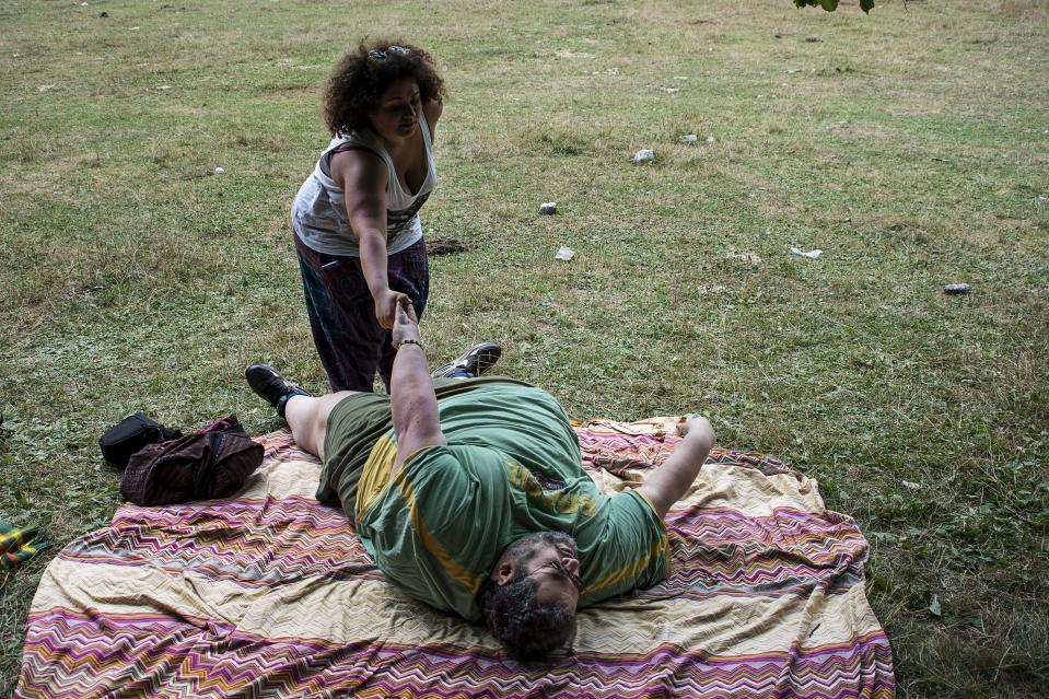 MONTE TERMINILLO, ITALY – Giovanni, 47 years old, with his daughter, asks for help to get up. (Photo: Silvia Landi)