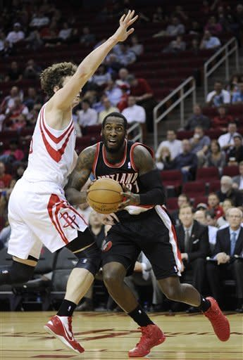 Portland Trail Blazers' J.J. Hickson, right, looks to the basket around Houston Rockets' Omer Asik in the first half of an NBA basketball game on Friday, Feb. 8, 2013, in Houston. (AP Photo/Pat Sullivan)