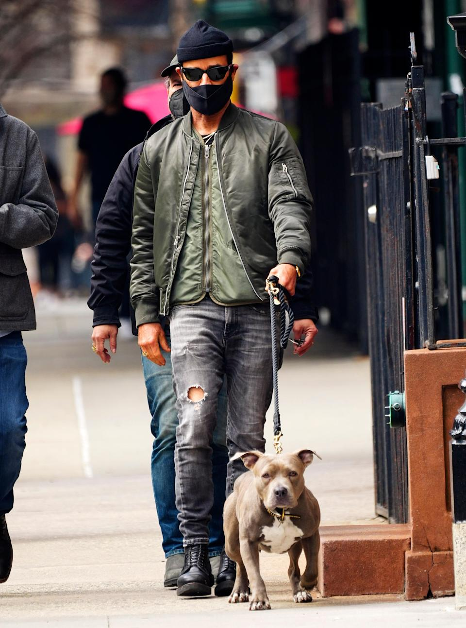 NEW YORK, NEW YORK - MARCH 25: Justin Theroux takes his dog Kuma on a walk in March 25, 2021 in New York City. (Photo by Gotham/GC Images)