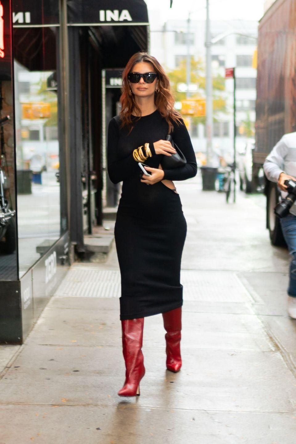<p>An all black outfit is simple and chic. By adding a pop of color with a shoe or bag you elevate your winter look completely. <br><br></p>