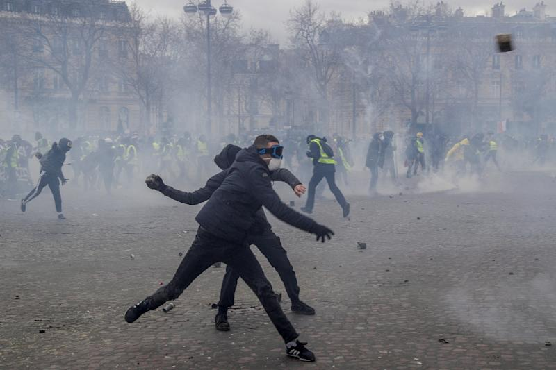 Masked rioters fought pitched battles with riot police by the Arc de Triomphe during the 'yellow vest' protests (AFP Photo/Geoffroy VAN DER HASSELT)
