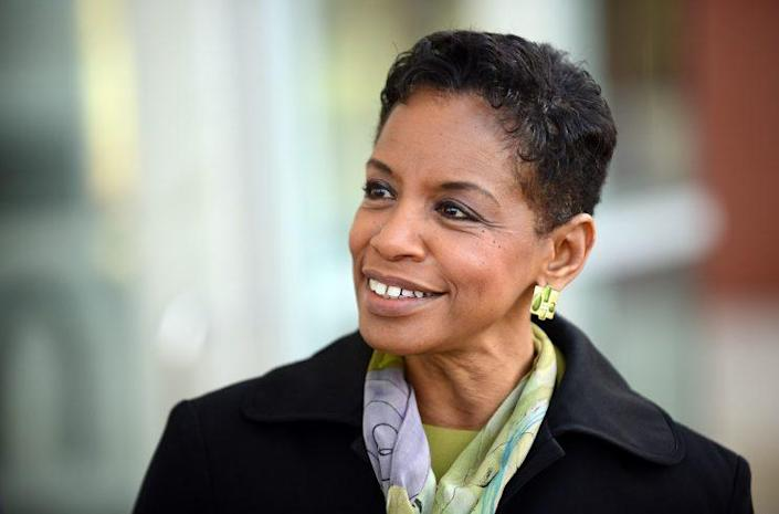 Congresswoman Donna Edwards, D-Md., met Maryland voters on their morning commutes, April 14, 2016. (Photo: Astrid Riecken for the Washington Post via Getty Images)