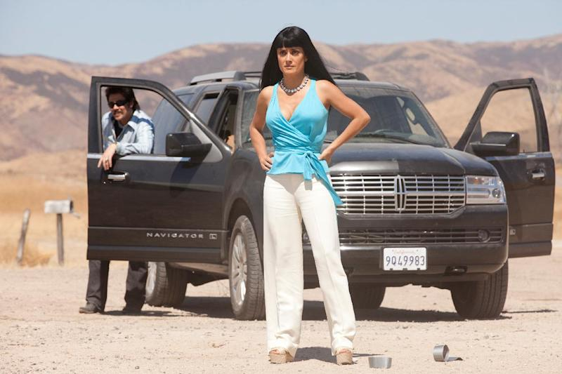 """This film image released by Universal Pictures shows Benicio Del Toro, left, and Salma Hayek in a scene from """"Savages."""" (AP Photo/Universal Pictures, Francois Duhamel)"""