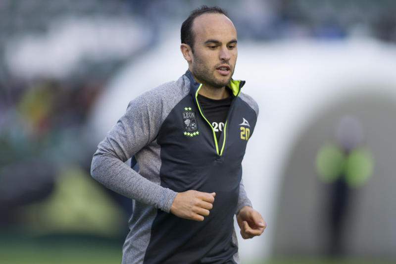 Landon Donovan catches flak for supporting Mexico in World Cup