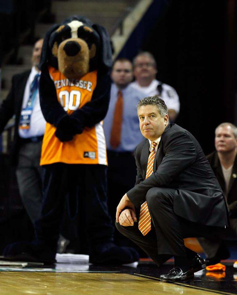 CHARLOTTE, NC - MARCH 18:  Head coach Bruce Pearl of the Tennessee Volunteers kneels down on the sideline before the Volunteers were defeated 75-45 by the Michigan Wolverines during the second round of the 2011 NCAA men's basketball tournament at Time Warner Cable Arena on March 18, 2011 in Charlotte, North Carolina.  (Photo by Kevin C. Cox/Getty Images)