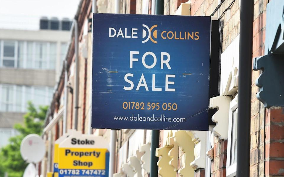 Picture 233201908 16/06/2020 at 18:02 Owner : Getty Contributor STOKE-ON-TRENT - JUNE 16: Various property signs are seen outside a block of terraced houses advertising homes for sale, let or sold on June 16, 2020 in Stoke-on-Trent. The British government have relaxed coronavirus lockdown laws significantly from Monday June 15, allowing zoos, safari parks and non-essential shops to open to visitors. Places of worship will allow individual prayers and protective facemasks become mandatory on London Transport.  - Nathan Stirk/Getty Images