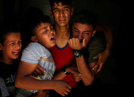 Relatives of a Palestinian, who was killed at the Israel-Gaza border, react at a hospital in Gaza City June 18, 2018. REUTERS/Mohammed Salem