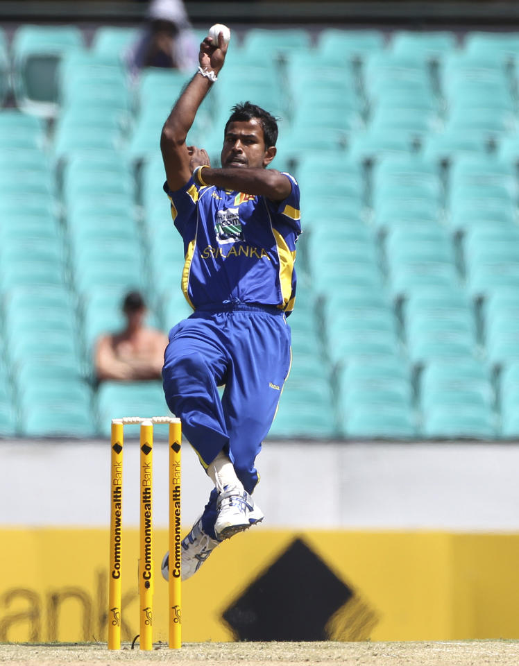 Sri Lanka's cricket player Nuwan Kulasekara bowls during their ODI cricket match against Australia in Sydney, Australia, Friday, Feb. 17, 2012. (Photo/Rob Griffith)